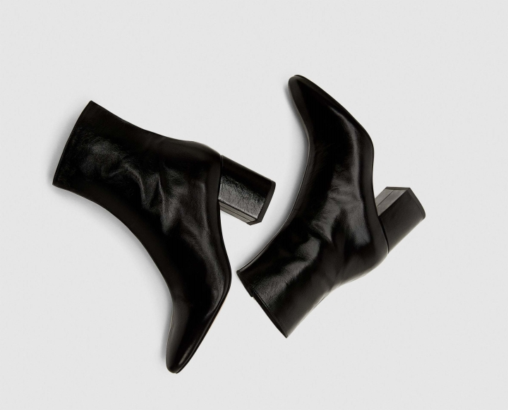 WARDROBE ESSENTIALS: BLACK BOOTIES
